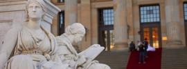 Statue Reading